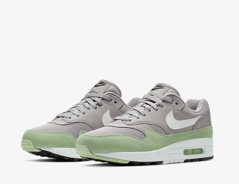 Nike air max 1 sneakers grijsgroen vind je in Sneakerstad