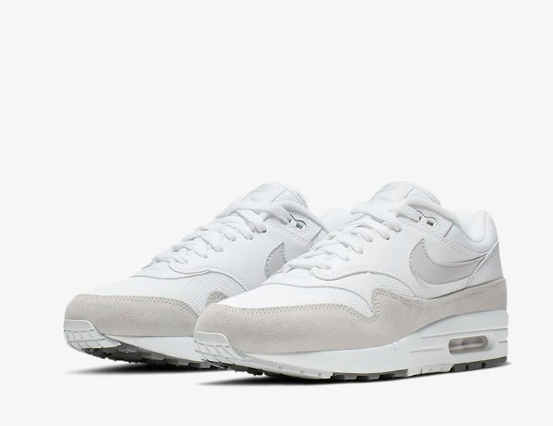Nike air max 1 sneakers witgrijs vind je in Sneakerstad