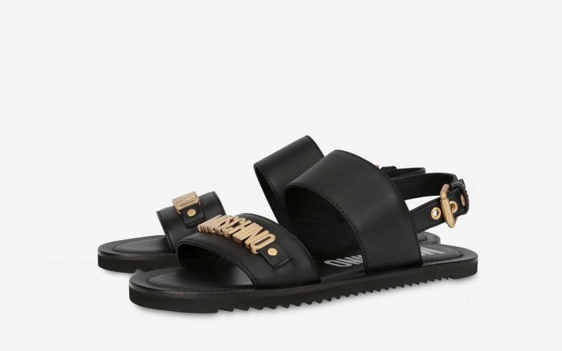71d907bee50013 Moschino lederen sandalen zwart/goud vind je in Sneakerstad